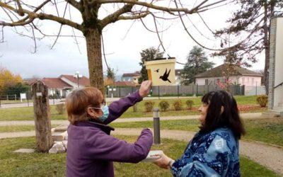 Protection des oiseaux : les résidents de l'EHPAD Le Thomassin se sentent pousser des ailes !